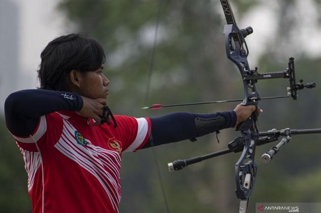 https: img.okezone.com content 2021 06 20 43 2427967 kabar-baik-indonesia-tambah-1-wakil-di-olimpiade-tokyo-2020-dari-cabang-olahraga-panahan-UpIaLIqw5o.jpg