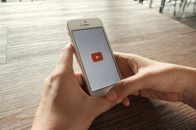 https: img.okezone.com content 2021 06 21 16 2428252 youtube-di-iphone-dan-ipad-akhirnya-dapat-fitur-picture-in-picture-4hsLSoXFI2.jpg