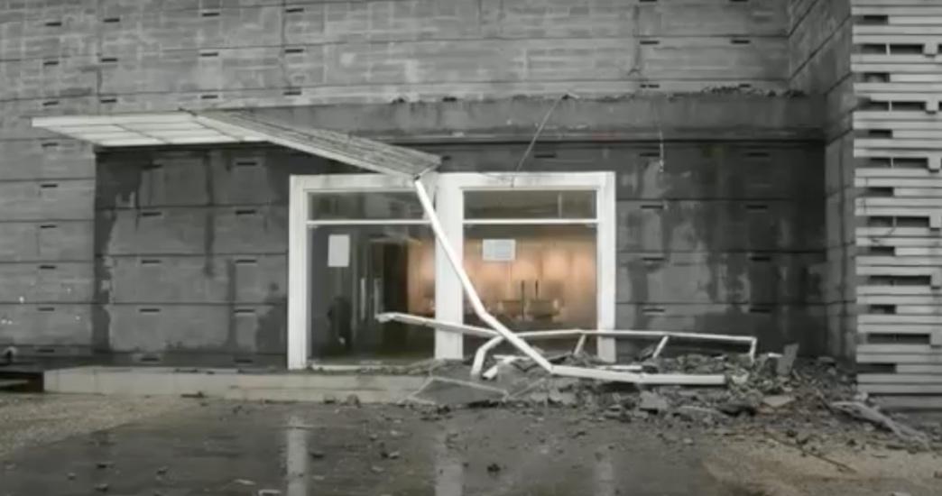 https: img.okezone.com content 2021 06 21 525 2428645 diterjang-hujan-dan-angin-kencang-atap-gedung-museum-kota-bandung-ambruk-WiqtKeN8VA.jpg