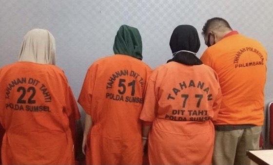 https: img.okezone.com content 2021 06 21 610 2428696 4-pelaku-peredaran-narkoba-ditangkap-di-palembang-ternyata-masih-satu-keluarga-Tswp1Tvx8V.jpg