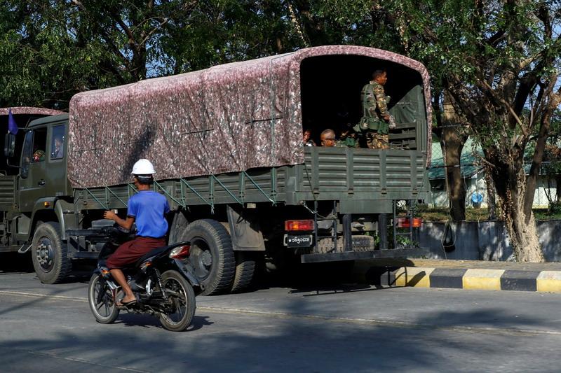https: img.okezone.com content 2021 06 22 18 2429092 bentrokan-tentara-myanmar-dan-milisi-anti-junta-pecah-di-mandalay-v1vGZqGm4p.jpg