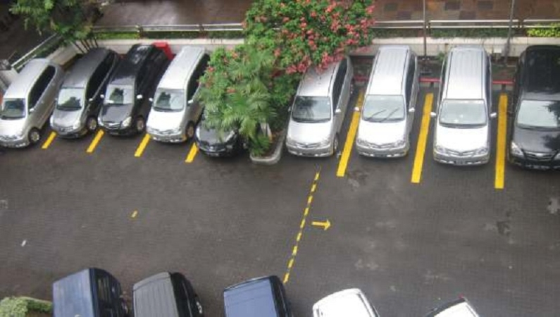 https: img.okezone.com content 2021 06 22 338 2429209 siap-siap-tarif-parkir-mobil-di-jakarta-bakal-rp60-ribu-per-jam-GENxRObDUc.jpeg