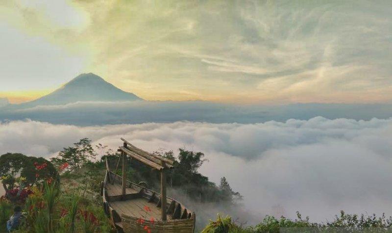 https: img.okezone.com content 2021 06 22 408 2428942 eksotisnya-bukit-simbar-semeru-destinasi-wisata-baru-yang-memukau-wisatawan-di-lumajang-ayxPd854uW.jpeg