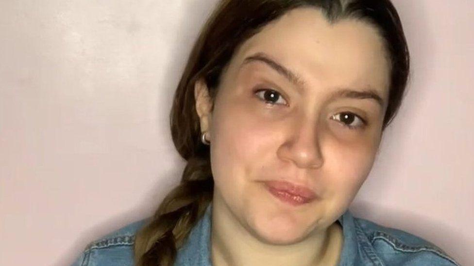 https: img.okezone.com content 2021 06 23 18 2429456 bintang-tiktok-wanita-ditahan-dituduh-perdagangan-manusia-dihukum-10-tahun-penjara-Q5wAmP0r0k.jpg