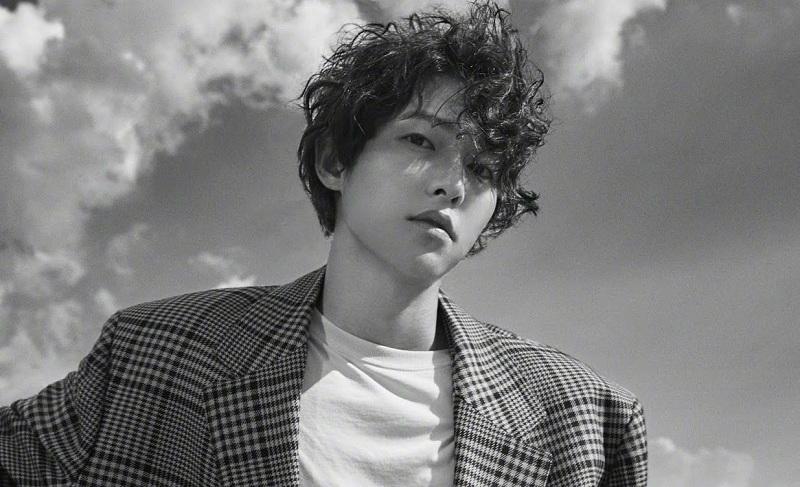 https: img.okezone.com content 2021 06 23 33 2429441 1-5-tahun-tertunda-song-joong-ki-lanjut-syuting-film-bogota-di-korea-5KVb0zgXO1.jpg