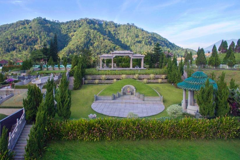 https: img.okezone.com content 2021 06 23 337 2429670 5-lokasi-pemakaman-mewah-di-indonesia-harganya-fantastis-uCSRI07LOD.jpg