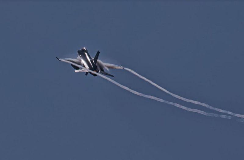 https: img.okezone.com content 2021 06 23 340 2429771 ketika-pesawat-indonesia-dan-amerika-saling-serang-ysJYAGnb27.jpg