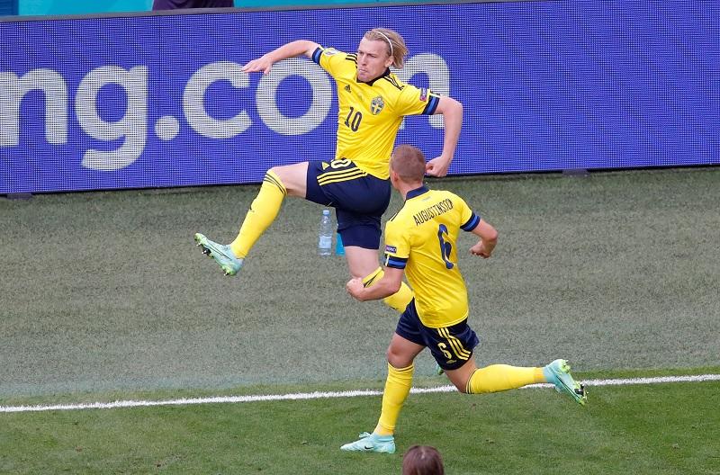 https: img.okezone.com content 2021 06 23 51 2430001 gol-cepat-emil-forsberg-bawa-swedia-unggul-atas-polandia-di-babak-pertama-EWHPg3zLUo.jpg