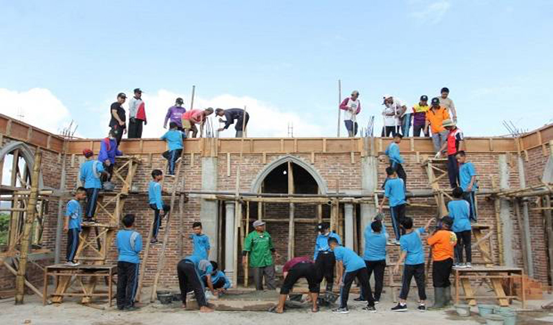 https: img.okezone.com content 2021 06 23 614 2429801 pembangunan-masjid-pakai-dana-bantuan-non-muslim-bolehkah-aI7ZLBoeF0.jpg