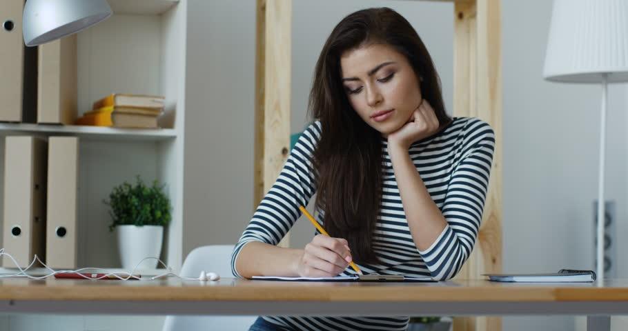 https: img.okezone.com content 2021 06 23 622 2429845 plus-minus-wfh-bagi-karyawan-lebih-efektif-kerja-di-kantor-atau-rumah-xUlfL1247U.jpg