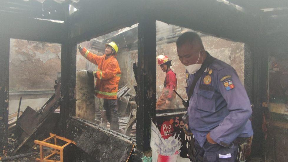 https: img.okezone.com content 2021 06 24 338 2430265 warung-dekat-perlintasan-kereta-di-kota-bogor-terbakar-satu-orang-terluka-18HdbGZmhg.jpg