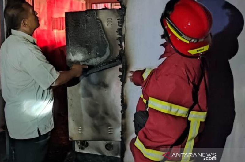 https: img.okezone.com content 2021 06 24 340 2430568 kebakaran-melanda-ruang-administrasi-lapas-meulaboh-aceh-ZPbZMeFeeT.jpg