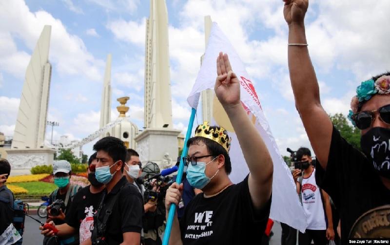 https: img.okezone.com content 2021 06 25 18 2430621 tuntut-perubahan-konstitusi-demonstran-thailand-kembali-turun-ke-jalan-wbFrp6dgTJ.jpg