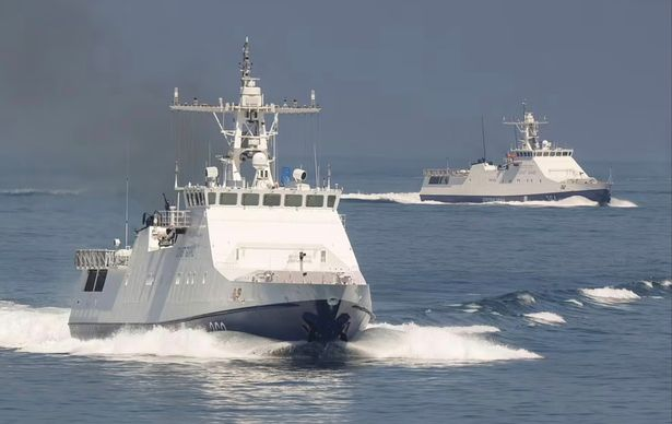 https: img.okezone.com content 2021 06 25 18 2430857 rusia-uji-nyali-barat-usai-jatuhkan-bom-di-dekat-kapal-angkatan-laut-kerajaan-inggris-zzsr9MFgXN.jpg
