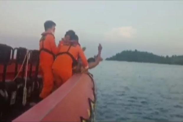 https: img.okezone.com content 2021 06 26 340 2431426 jatuh-dari-kapal-yang-hendak-bersandar-seorang-penumpang-ditemukan-tewas-HD7tE9cNa8.jpg