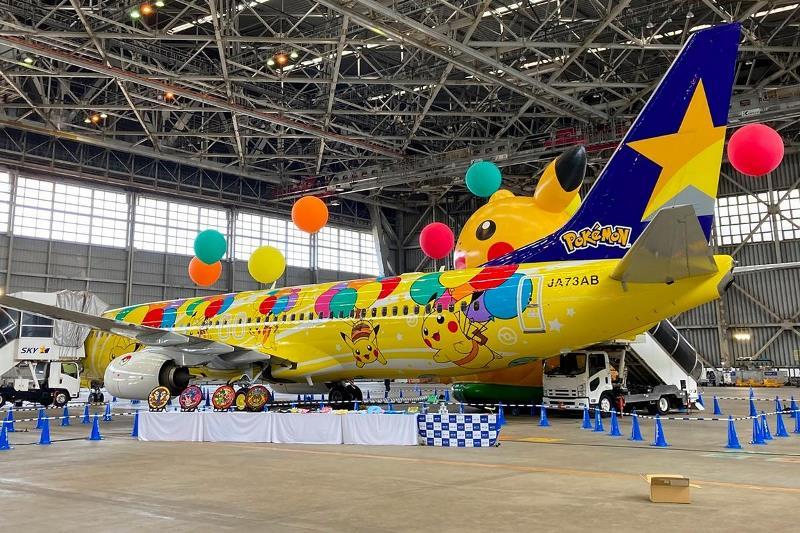 https: img.okezone.com content 2021 06 26 406 2431337 uniknya-pesawat-bertema-pikachu-bikin-gemes-5A101OsmlK.jpg