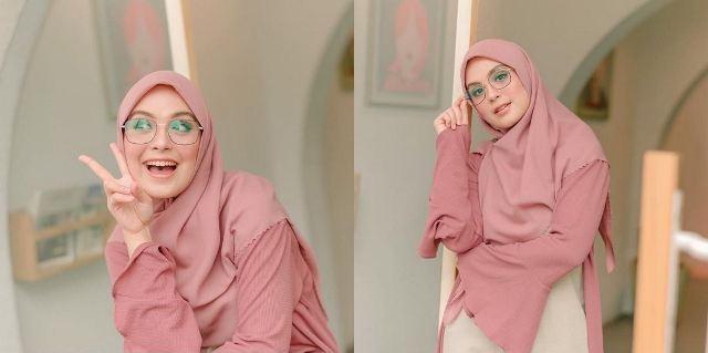 https: img.okezone.com content 2021 06 26 617 2431227 5-inspirasi-gaya-hijab-modis-nan-anggun-ala-vebby-palwinta-1UBFYq68tc.jpg