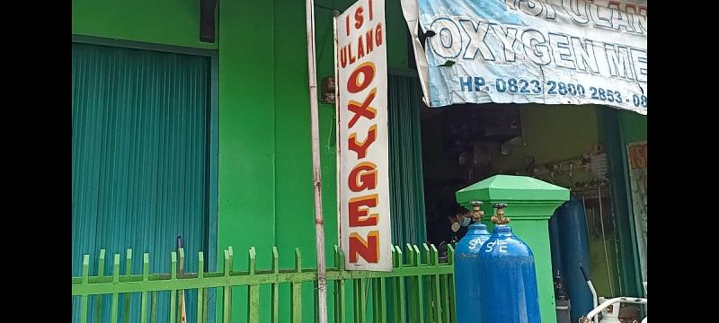 https: img.okezone.com content 2021 06 27 320 2431665 panik-tabung-gas-oksigen-langka-harganya-naik-jadi-rp1-3-juta-QYFgJhjyBI.jpg