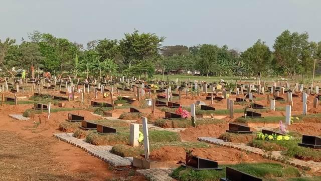 https: img.okezone.com content 2021 06 27 338 2431542 percepat-proses-pemakaman-korban-covid-19-wali-kota-bekasi-akan-tambah-alat-berat-OOS6hZxcbx.jpg