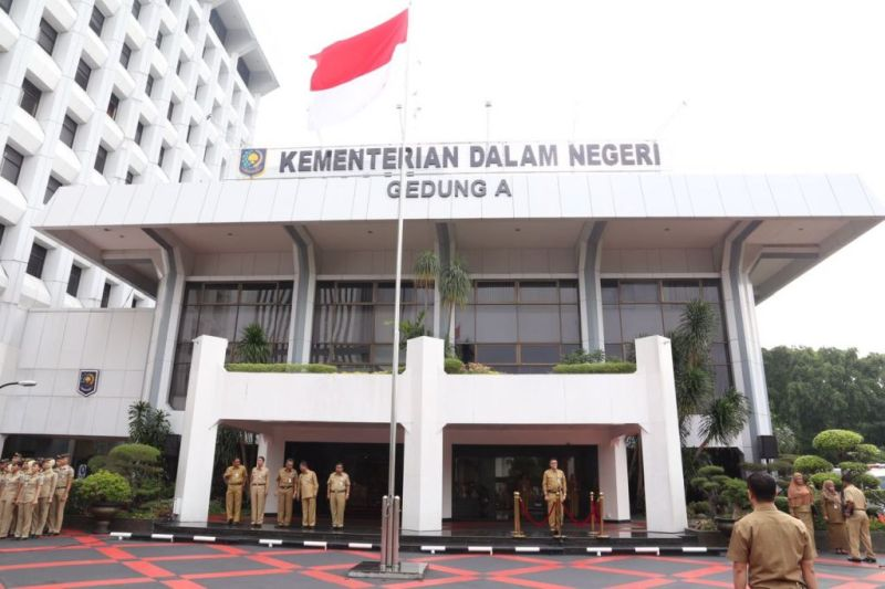 https: img.okezone.com content 2021 06 28 337 2431841 polemik-penunjukan-plh-gubernur-papua-kemendagri-sesuai-undang-undang-6ivUTcx1id.jpg