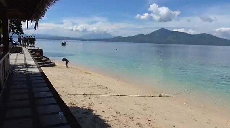 https: img.okezone.com content 2021 06 28 408 2431834 pesona-pulau-siladen-berpasir-putih-hingga-banyak-spot-instagramable-ZmOSm7qZFH.jpg