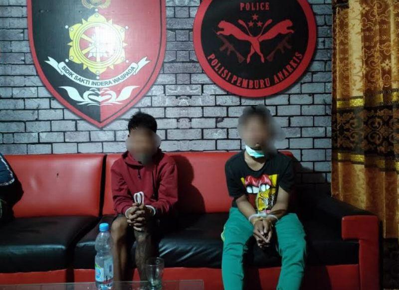 https: img.okezone.com content 2021 06 29 340 2432722 mabuk-dua-pemuda-ini-bacok-wartawan-dan-aniaya-warga-lainnya-JZSuUFG5R0.jpg