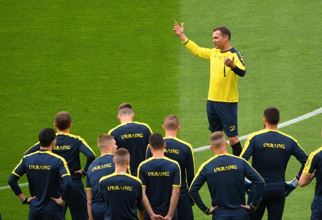 https: img.okezone.com content 2021 06 29 51 2432323 timnas-ukraina-main-tanpa-beban-hadapi-swedia-di-16-besar-piala-eropa-2020-GlxCkcREZH.jpg
