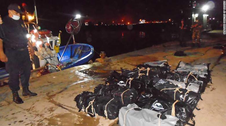 https: img.okezone.com content 2021 06 30 18 2432978 kokain-setengah-ton-ditemukan-mengapung-di-lepas-pantai-O7fHHMllgr.jpg