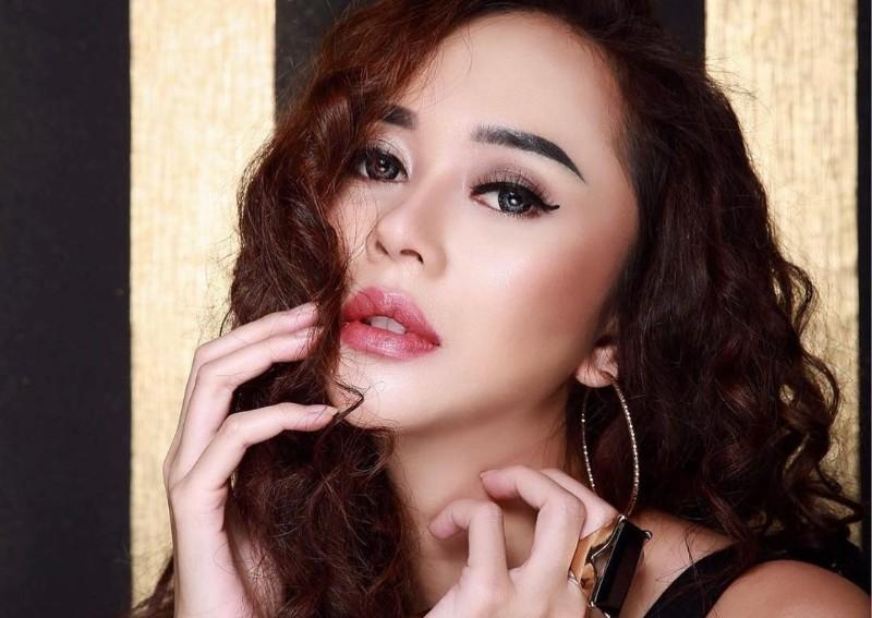 https: img.okezone.com content 2021 06 30 194 2433518 pesona-kecantikan-aura-kasih-usai-jadi-janda-netizen-marimar-sunda-JupQAQcrkd.jpg