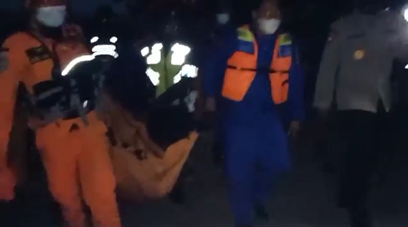 https: img.okezone.com content 2021 06 30 244 2432954 kembali-ditemukan-tim-sar-gabungan-sudah-evakuasi-7-korban-tewas-tenggelamnya-kmp-yunice-MSzW0mcbXc.jpg