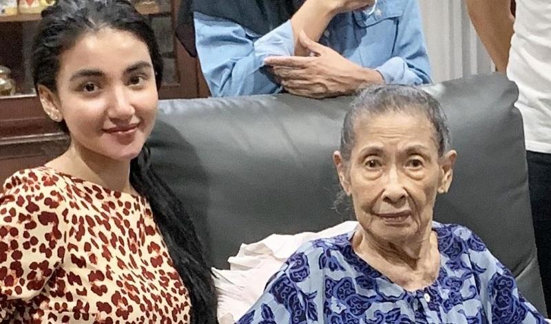 https: img.okezone.com content 2021 06 30 33 2433206 nenek-meninggal-dunia-tsania-marwa-sedih-belum-sempat-pertemukan-dengan-anaknya-ItsJOkYY08.jpg