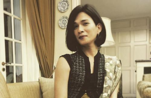 https: img.okezone.com content 2021 06 30 33 2433519 oscar-lawalata-pakai-baju-renang-wanita-netizen-luar-biasa-cantik-uTJRLovfSg.jpg