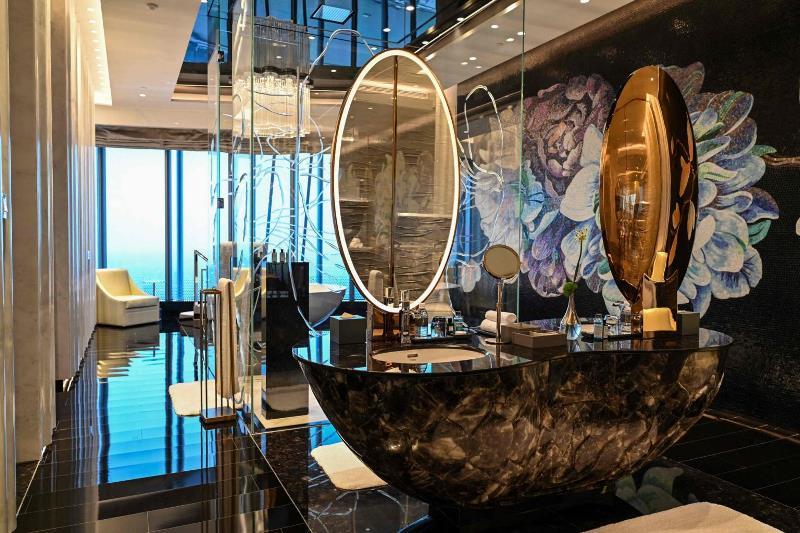 https: img.okezone.com content 2021 06 30 406 2433230 inilah-hotel-mewah-tertinggi-di-dunia-tarif-capai-rp200-juta-per-malam-NG9HAzetYC.jpg