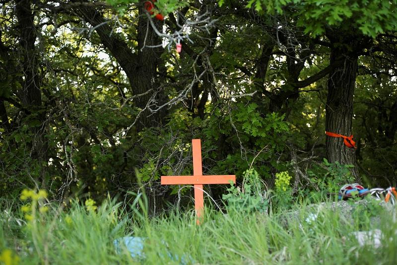 https: img.okezone.com content 2021 07 01 18 2433645 kuburan-tak-bertanda-182-orang-pribumi-ditemukan-di-dekat-sekolah-katolik-kanada-VLa4NSjU5J.JPG