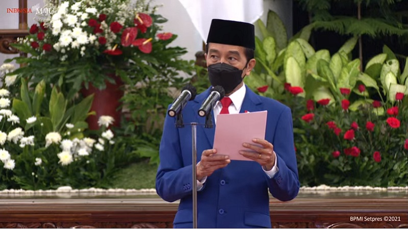 https: img.okezone.com content 2021 07 01 337 2433621 presiden-jokowi-ucapkan-selamat-hut-ke-75-bhayangkara-flo7NhWHNw.jpg