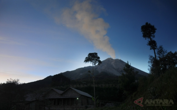 https: img.okezone.com content 2021 07 01 510 2433832 gunung-merapi-4-kali-semburkan-awan-panas-3uyz6fi0lW.jpg