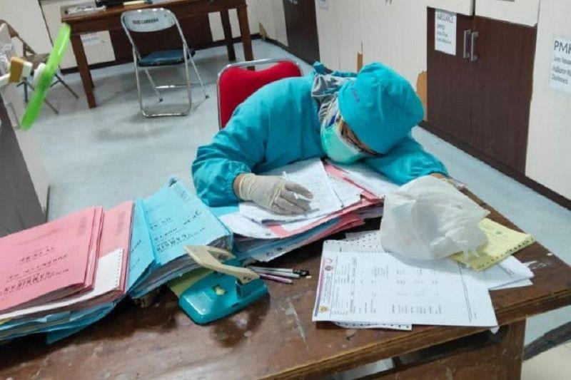 https: img.okezone.com content 2021 07 01 519 2434138 lelahnya-nakes-tangani-pasien-covid-19-tidur-pun-harus-curi-curi-waktu-QkL7DMJik8.jpg
