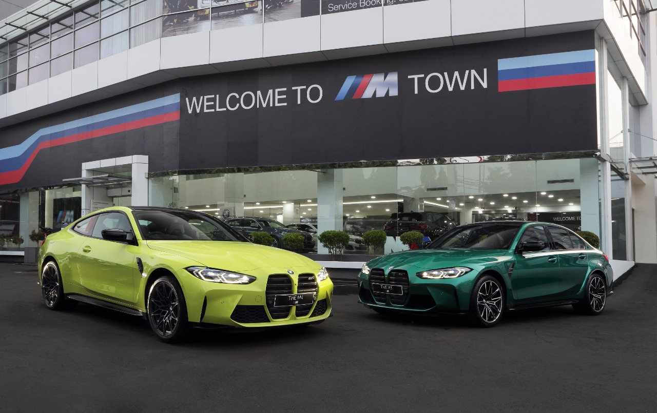 https: img.okezone.com content 2021 07 01 52 2433830 bmw-m3-competition-dan-the-new-bmw-m4-coup-competition-resmi-hadir-di-indonesia-bVV6fzMkvO.jpeg