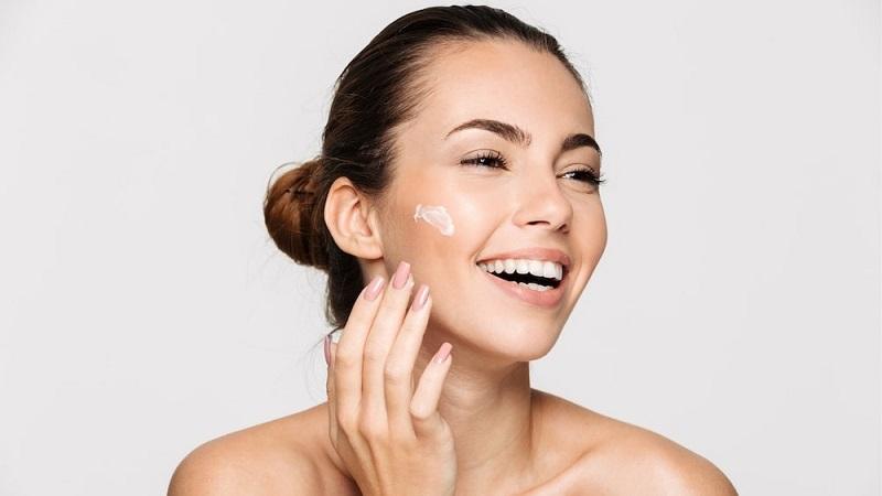 https: img.okezone.com content 2021 07 01 611 2433968 5-langkah-sederhana-bikin-kulit-sehat-dan-terawat-pancarkan-kecantikanmu-girls-uETlSgFaQ5.jpg