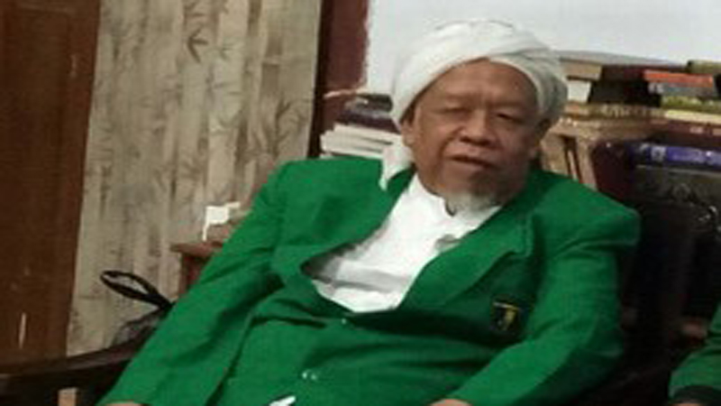 https: img.okezone.com content 2021 07 01 614 2433887 ulama-kharismatik-kh-muhammad-syamsul-arifin-meninggal-dunia-AFGBuo4gzS.jpg
