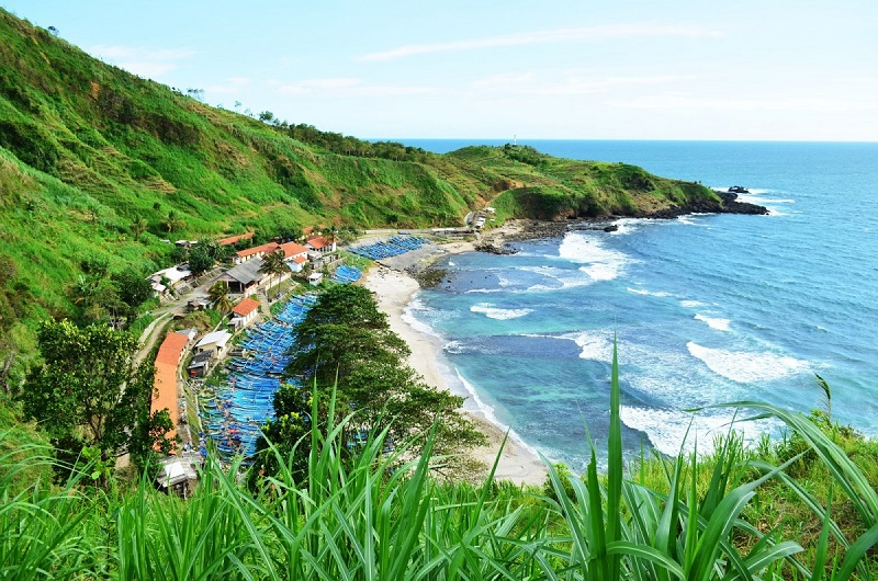 https: img.okezone.com content 2021 07 03 408 2434938 5-hal-bisa-dinikmati-saat-liburan-di-pantai-menganti-new-zealand-nya-indonesia-1z6ZlSnvBl.jpeg