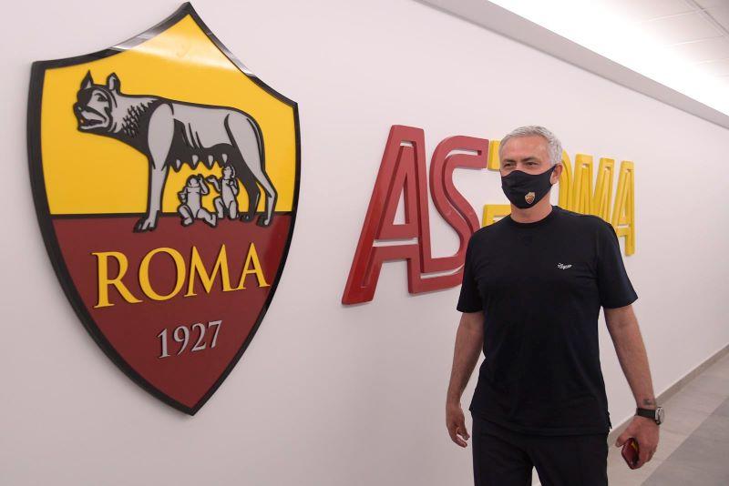 https: img.okezone.com content 2021 07 03 47 2434775 bak-superstar-jose-mourinho-dapat-sambutan-meriah-saat-tiba-di-markas-as-roma-qcCZf1boSU.jpg