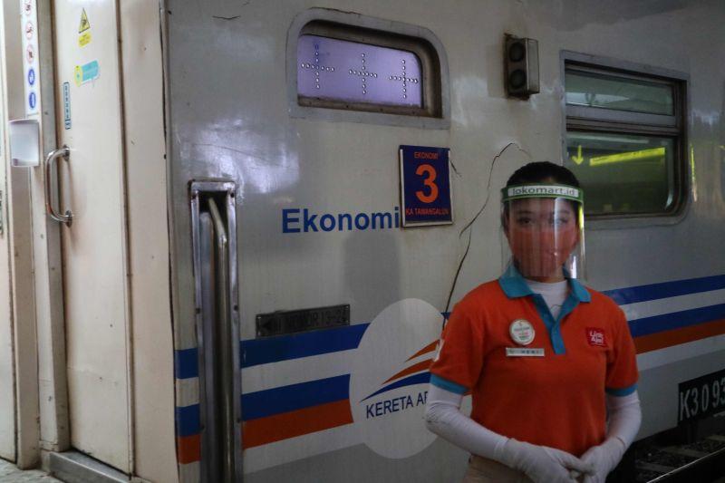 https: img.okezone.com content 2021 07 03 519 2434931 kereta-api-lokal-di-jatim-berhenti-beroperasi-selama-ppkm-darurat-DdcRovN5Ql.jpg