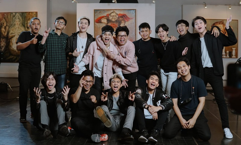 https: img.okezone.com content 2021 07 04 205 2435115 berkat-lagu-lantas-juicy-luicy-dan-un1ty-kolaborasi-ROOxxRhpKC.jpeg