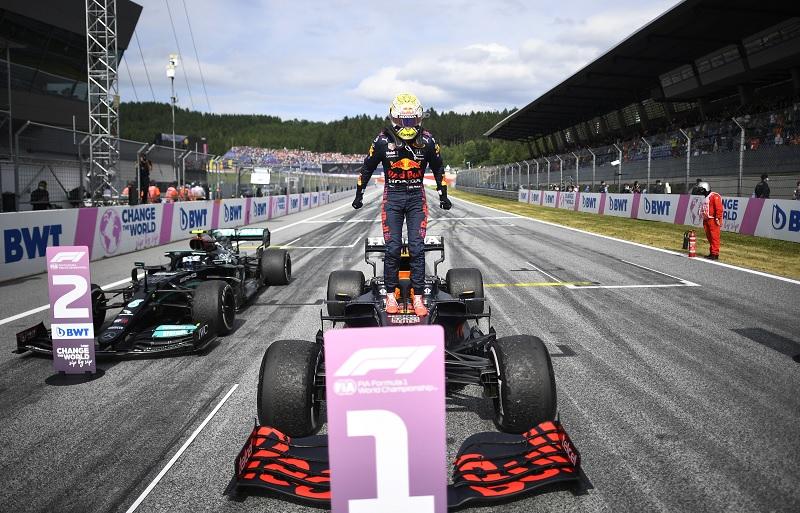 https: img.okezone.com content 2021 07 04 37 2435393 hasil-race-f1-gp-austria-2021-verstappen-menang-hamilton-gagal-naik-podium-Ni2lhXN6Pq.jpg