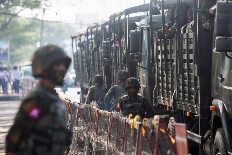 https: img.okezone.com content 2021 07 05 18 2435769 serbu-kota-tentara-myanmar-tewaskan-setidaknya-25-orang-mOltQ2Ky4Z.jpg