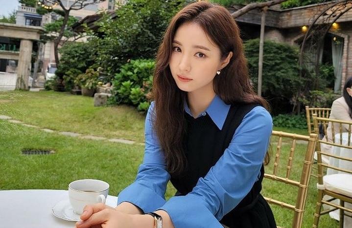 https: img.okezone.com content 2021 07 05 33 2435713 tinggalkan-namoo-actors-shin-se-kyung-gabung-agensi-iu-H67Vbl7vbR.jpg