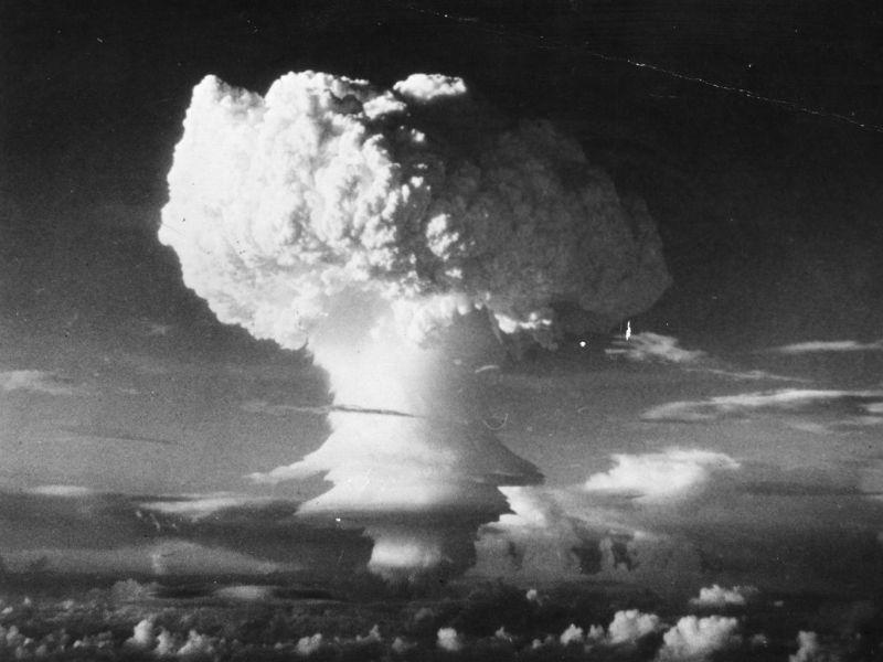 https: img.okezone.com content 2021 07 05 337 2435548 bom-nuklir-paling-mematikan-dalam-sejarah-little-boy-hingga-fat-man-0vwXH0OcIG.jpg