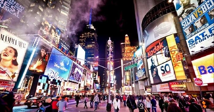 https: img.okezone.com content 2021 07 05 406 2435937 vaksinasi-covid-19-sukses-new-york-segera-hidupkan-lagi-pesta-hiburan-malam-eakcsirEjK.jpg