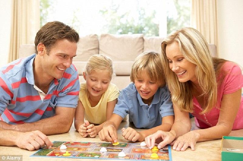 https: img.okezone.com content 2021 07 06 196 2436590 ppkm-darurat-ini-6-kegiatan-di-rumah-yang-bisa-dilakukan-bersama-anak-TKyTwFFExc.jpg